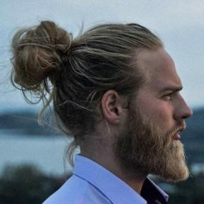 blonde-man-bun-look
