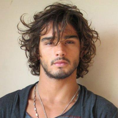 curly-hair-for-men-medium-length-hair